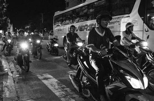 摩托车抢包