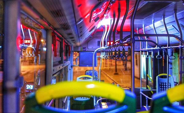 坐了半辈子公交车,最安全的位置在哪你知道吗?<br/>7种常见交通工具安全乘坐指南